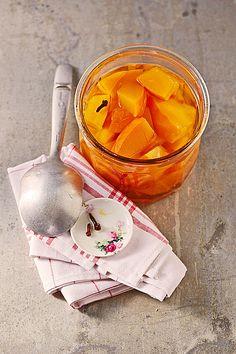 Kürbis, süß - sauer eingelegt, ein gutes Rezept aus der Kategorie Vegan. Bewertungen: 76. Durchschnitt: Ø 4,3.