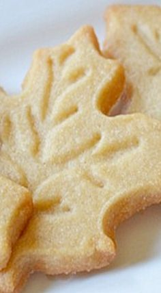 Maple Leaf Cookies ~ Extremely delicious maple cookies that are very easy to make. Maple Syrup Cookies, Maple Leaf Cookies, Cupcake Cookies, Sugar Cookies, Cookies Et Biscuits, Biscuit Spread, Maple Syrup Recipes, White Chocolate Recipes, Peanut Butter Recipes