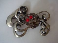Steampunk brooch. With tentacles! This would be awesome if the tentacles actually moved on gears.