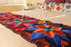 Pie de cama bordado mexicano. Modelo 9