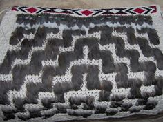 This is a really cool pattern and I really like how it looks like steps and waves ascending and descending. It looks beautiful and its really cool Flax Weaving, Weaving Art, Maori Patterns, Cool Patterns, Maori Designs, Weaving Designs, Maori Art, Paua Shell, Kiwiana
