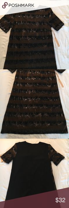 Gibson Latimer Sequence dress 🆕 Gibson Latimer black and gold sequin dress in the front with the back of dress being all black. This is a beautiful dress for the upcoming season. ✨make an offer ✨ Gibson Latimer Dresses Mini