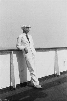 Passagier an der Reling eines Passagierschiffes, 1936-1939