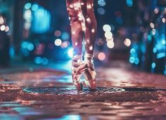 light, dance, and ballet image Dance Photography Poses, Dance Poses, Light Photography, Creative Photography, Tumblr Ballet, Dance Photo Shoot, Brandon Woelfel, Photo D Art, Dance Pictures