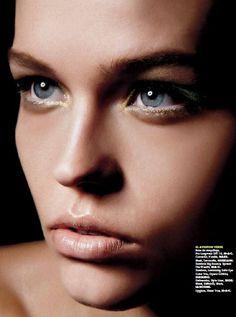 eye brightener with lower bright liner