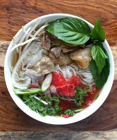 Il phở è una zuppa di spaghetti vietnamita, generalmente servita con carne di manzo. La zuppa contiene spaghetti di riso ed è generalmente servita con menta, lime e germogli di soia che vengono aggiunti dal consumatore.