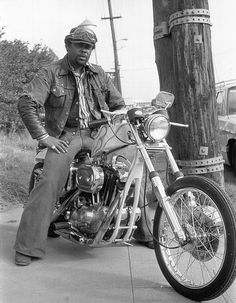 All-Black Biker Gang – Awesome Pictures of The East Bay Dragons Motorcycle Club of Oakland, California from Between the 1950s and 1970s The East Bay Dragons Motorcycle Club has gunned its Harleys through the meanest streets of Oakland, California, since the 1950s. Before Rosa Parks took her historic bus ride and before Martin Luther King Jr., Malcolm X, and Huey P. Newton and the Black Panthers stood bravely for equal rights, the East Bay Dragons MC risked life and limb during the days when…