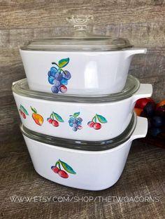 Corning Ware Fruit Basket Corningware Fruit Basket Casserole Dish Set of 3 by TheTwoAcorns on Etsy Smoothie Recipes With Yogurt, Healthy Fruit Smoothies, Fruit Smoothie Recipes, Fruit Snacks, Fruit Recipes, New Fruit, Colorful Fruit, Corningware Vintage, Vintage Dishware