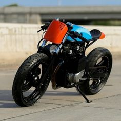 Suzuki by Lucas Layum via - Ride and Roll - Bike Suzuki Motorcycle, Cafe Racer Motorcycle, Motorcycle Design, Bike Design, Motorcycle Gear, Cafe Racers, Custom Bikes, Custom Cars, Suzuki Gs500