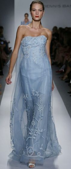Dennis Basso SS 2014 / gorgeous gowns / love the color. Blue Fashion, Runway Fashion, Fashion Show, Beautiful Gowns, Beautiful Outfits, Dress Couture, Style Bleu, Dennis Basso, Himmelblau