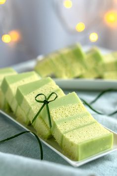 Layer Cake Recipes, Dessert Recipes, Desserts, Pandan Layer Cake, Carrot And Walnut Cake, Steamed Cake, Jelly Cake, Just Bake, Poke Cakes