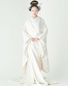 【白無垢】や【色打掛け】などを着る予定の花嫁さん!和装に合わせる髪型はお決まりですか?* 京都生まれの髪飾り屋さん《おはりばこ》には、最高に美しい花嫁姿を演出してくれる 「かんざし」 が揃っています!新日本髪にも洋髪にもぴったりなので、ぜひチェックしてみてくださいね♡