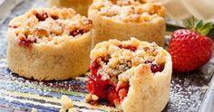 Jordgubbspaj, muffinsform, vaniljsås Bagan, Pie Dessert, Cookie Desserts, Finger Foods, Delicious Desserts, Bakery, Cheesecake, Deserts, Food And Drink