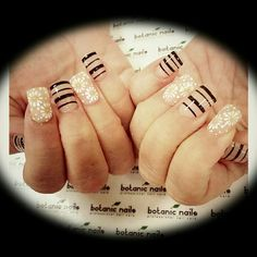 I love these. Beige and black Nail art