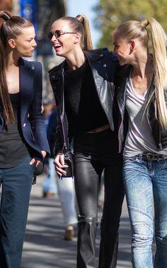 Haben gut Lachen:Die Models Kasia Struss, Daria Strokous und Ginta Lapina verstehen es, unangestrengt stylisch auszusehen.