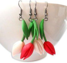 Romania's Ana Cerniciuc has a way with polymer spring flowers that heightens our anticipation of the season. Her snowdrop earrings are simple constructions that capture the essence of these early blooms. Her tulips are similarly simple yet we k [...]