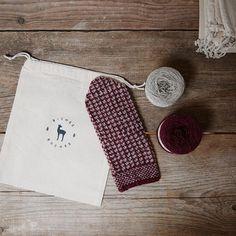 The Winter Mittens Kit, the Biches & Bûches no. 56, in Burgundy & Pearl ❤️ . . . . 🇫🇷 Le kit de tricot de nos moufles, le Biches & Bûches no. 56, en Bordeaux & Craie ❤️