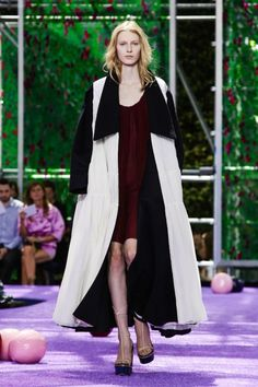 Dior By Raf Simons Fall/Winter 2015 Haute Couture Live Fashion, Fashion Show, Dior Couture, Fall Winter 2015, Couture Collection, Christian Dior, Runway Fashion, Fashion Photography, Vogue