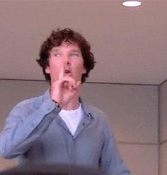 Benedict Cumberbatch has the power. But he's all surprised when everyone shuts up. He's priceless. Benedict Sherlock, Sherlock 3, Benedict Cumberbatch Sherlock, Sherlock Holmes, Benedict And Martin, Mrs Hudson, 221b Baker Street, John Watson, Oui Oui