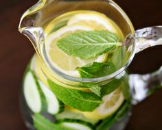 make your own flavored water - great detoxing recipes!