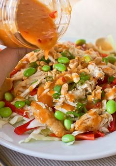 Sweet Chili Thai Dressing - 1 c. sweet chili c. rice wine c. light brown cloves garlic, finely T. grated fresh T. Thai Salad Dressings, Asian Recipes, Healthy Recipes, Salsa Dulce, Sauces, Sweet Chili, Salad Dressing Recipes, Soup And Salad, Healthy Eating