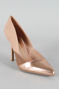 Anne Michelle Momentum-25 Metallic Leatherette Pointy Toe Pump