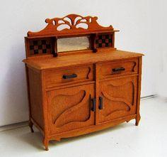 Loes Snoodijk verkoopt in haar webshop unieke miniaturen   uit eigen atelier     Ze maakt allerlei meubeltjes in de schaal 1:12 en 1:2...