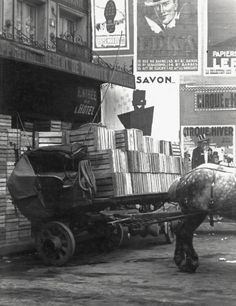 André Kertész. Les Halles, Early Morning. Paris 1927 /L [slight diff. hue]