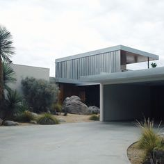 Kaufmann house in Palm Springs designed by architecture Richard in 1946 Modern Exterior, Interior Exterior, Exterior Design, Architecture Résidentielle, Contemporary Architecture, Palm Springs, Building Design, House Design, Richard Neutra