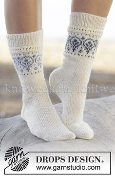 "Nordic summer socks / DROPS - free knitting patterns by DROPS design Knitted DROPS socks in ""Fabel"" and ""Delight"" with pattern border. Sizes 35 - ~ DROPS design Record of Knitting Wool . Crochet Socks, Knitted Slippers, Wool Socks, Knit Mittens, Knitting Socks, Knitted Socks Free Pattern, Knit Cowl, Hand Crochet, Drops Design"