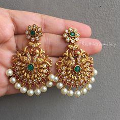 Indian Jewelry Earrings, Gold Bridal Earrings, Gold Wedding Jewelry, Jewelry Design Earrings, Gold Earrings Designs, Designer Earrings, Stone Earrings, Gold Jewelry, Earrings For Saree