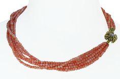 Coral Necklace with Diamonds  5-reihige Korallenkette mit goldenem Diamantschloss