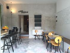 Café Gorille, bar e ristorante informale a Isola. Un locale dall'atmosfera intima dove sentirsi a casa ai piedi dei nuovi grattacieli.