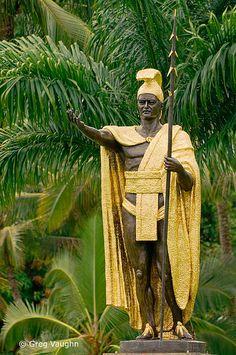 Statue of King Kamehameha I in Wailoa State Park, Hilo, Island of Hawaii. Aloha Hawaii, Hawaii Travel, Hawaiian People, Tahiti Nui, King Kamehameha, Hawaiian Art, Hawaiian Islands, Big Island, Beautiful Islands