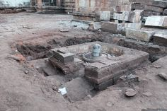 """Mahakuta literally means """"Great group"""". Located 15 kms from Badami and 10 kilometers from Pattadakal, Mahakuta is a group of temples dedicated to Lord Shiva. It sounds ordinary when you say it like that but visit these temples and you will realise why the Chalukyas proudly called it the Mahakuta."""
