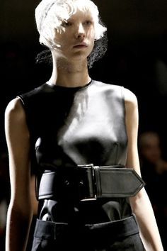 ABUNDANCE is an ever expanding collection of beautiful images, interesting quotes + poetry. Shades Of Black, Black And Grey, Rei Kawakubo, Fashion Show, Fashion Outfits, Couture Details, Comme Des Garcons, Dressed To Kill, Back To Black