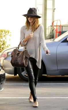 Rosie Hungtington-Whiteley, leatherpants  I have these pants really MUST wear!!! Ab