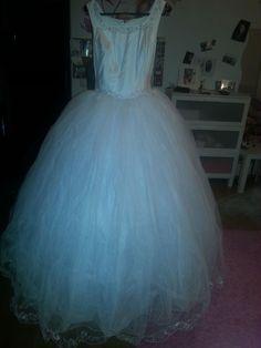 ♥ Prinzessinnen, Sissi Hochzeitskleid mit einem Schleier ♥  Ansehen: https://www.brautboerse.de/brautkleid-verkaufen/prinzessinnen-sissi-hochzeitskleid-mit-einem-schleier/   #Brautkleider #Hochzeit #Wedding