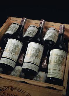 Château Haut Brion 1982 / Pessac Léognan / Bordeaux / France. Average Score : 94,47/100 (7 wine Critics). Not the best vintage (see other picture of the 1989), but a legendary vintage for a legendary wine. Best 3 scores are assigned by Parker : 95/100, International Wine Cellar : 96/100 & Jancis Robinson : 19/20.