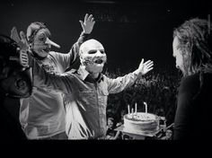 Slipknot signing Happy Birthday to JD .01/18/2015..44 years old