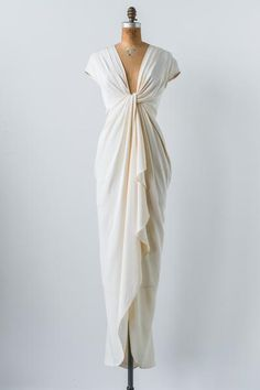 Modern Silk Twisted Gown - XS - my style- sassy , Pretty Dresses, Beautiful Dresses, Awesome Dresses, Look Fashion, Womens Fashion, Winter Fashion, 2000s Fashion, Classy Fashion, Fashion Boots