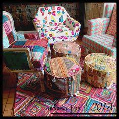 Si tienes una habitación que ya ha perdido la #alegría o simplemente quieres darle una nueva imagen usa #sillones llenos de #color! #Tendencias #trends #SarriaHome #NewYear #Bogotá