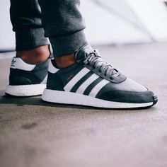 What a shape! The Iniki Runner Boost could be adidas' next big thing. The mixture of a classic upper with a modern boost midsole is just amazing! The first pack drops on March 1st! Pic via @bstnstore #womft #sneakersmag #boost #adidasoriginals #iniki #bstnstore #sadp #sneaker #boostvibes #kotd #kicks