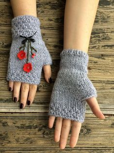These handmade knitted fingerless gloves/mittens will keep your hands warm while you drive, text, type or while you Loom Knitting, Baby Knitting, Knitting Patterns, Crochet Patterns, Knitting Machine, Knitted Baby, Hat Patterns, Fingerless Gloves Knitted, Knit Mittens