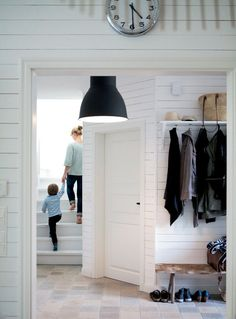 Nice, open entryway - Get switched on! Entry Stairs, Entry Hallway, Hallway Storage, Locker Storage, Open Entryway, Hallway Inspiration, Scandinavian Living, Scandinavian Interiors, House Entrance