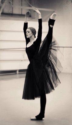 Uliana Lopatkina in rehearsals for 'Giselle' / Photo (c) Sasha Gouliaev