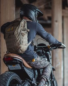 Likes, 31 Comments - Cafe Racers Cafe Racer Bikes, Cafe Racer Motorcycle, Motorcycle Style, Motorcycle Outfit, Cafe Racers, Motorcross Bike, Motorcycle Accessories, Scrambler Ducati, Bobber