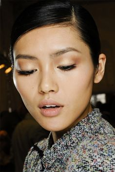 "modfels: "" liu wen backstage at christian dior fall 2012 "" Beauty Makeup, Eye Makeup, Hair Makeup, Hair Beauty, Clean Makeup, Simple Makeup, Liu Wen, Pretty Makeup, Beauty"