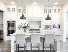 40 Elegant White Kitchen Design and Layout Ideas https://decomg.com/40-elegant-white-kitchen-design-layout-ideas/