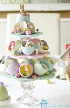 You do not necessarily have to have a real tree for making your Easter special. Use these easy Easter tree decoration ideas to add an extra special touch to your decor. Easter Dinner, Easter Table, Easter Eggs, Ostern Party, Diy Ostern, Diy Osterschmuck, Easter Tree Decorations, Easter Centerpiece, Diy Centerpieces
